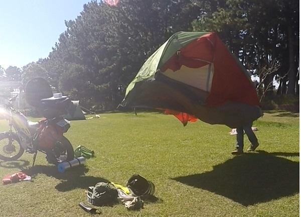 テントの設営風景3