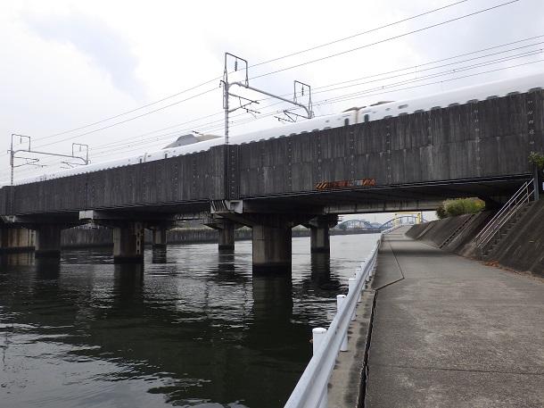 天白川シーバスポイント新幹線の橋