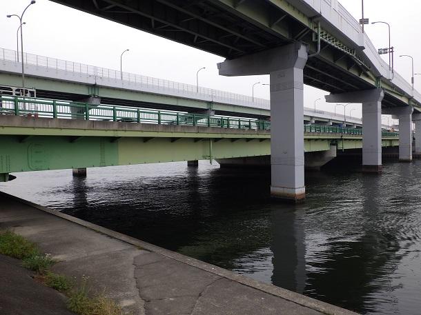 国道23号・名古屋高速橋桁 下流側