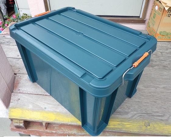 バイクのリアボックスとして加工するホムセン箱