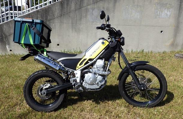 ホムセン箱を改造してバイクに固定