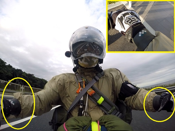 モンベルのリストバンドをバイクの防寒用に使用