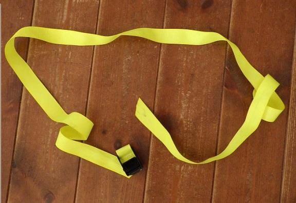 ストラップの材料にした荷締めロープ