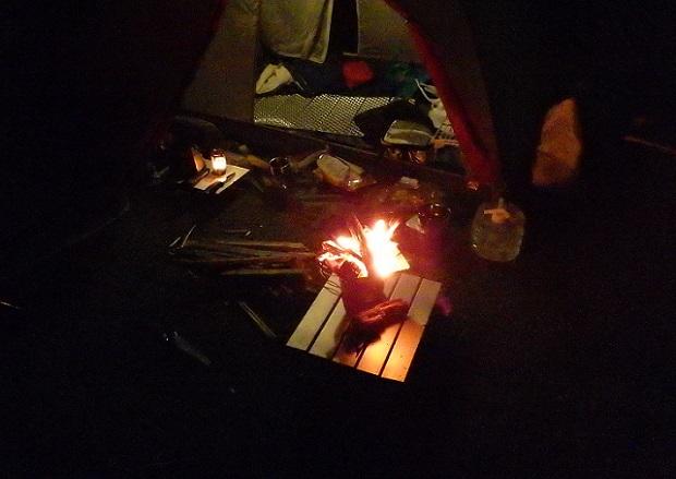 渚園キャンプ場で焚き火