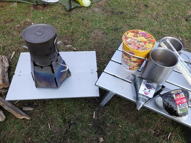 渚園でのキャンプ飯 カップラーメン&おにぎり