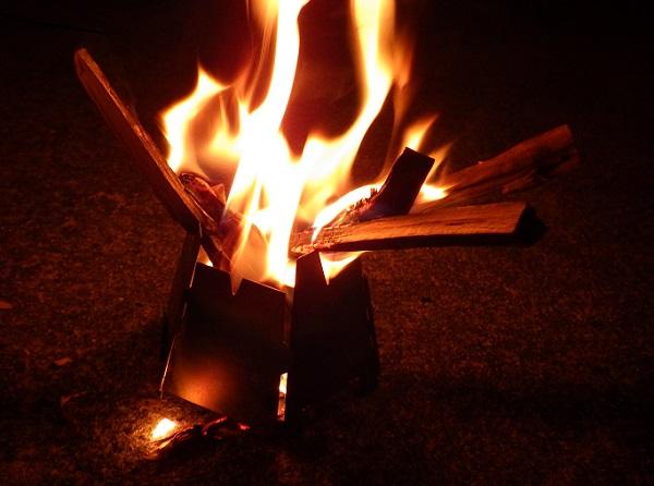 バーゴのヘキサゴンストーブで焚き火