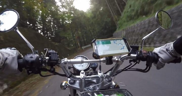 バイク用スマホホルダーとブレースバー