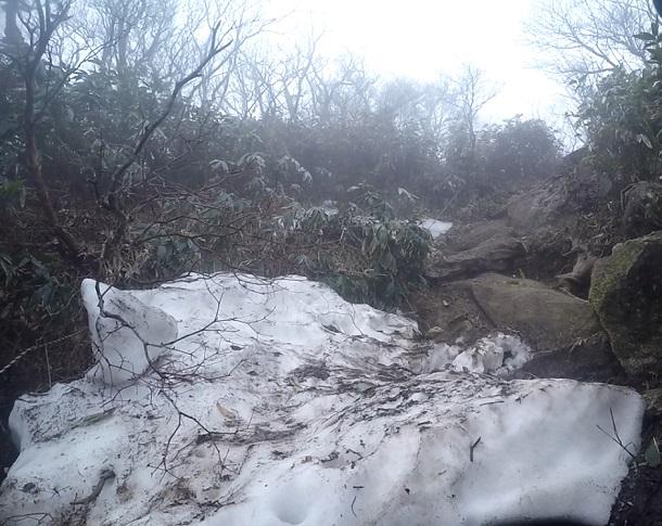 御在所 8合目付近の残雪