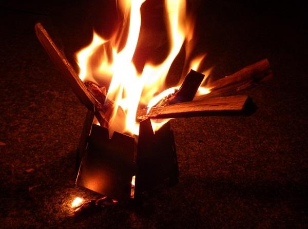 キャンプツーリングで焚き火