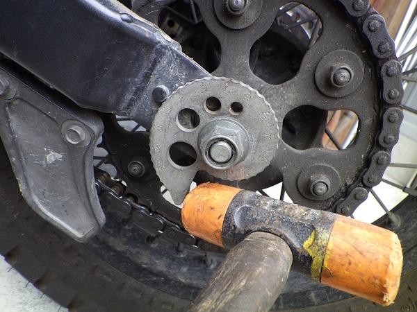 トリッカーのチェーンの調整方法2