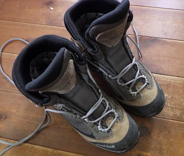 登山靴の靴紐を完全に緩める