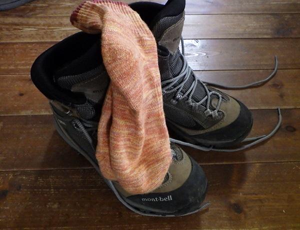 登山用靴下を履いて試し履き