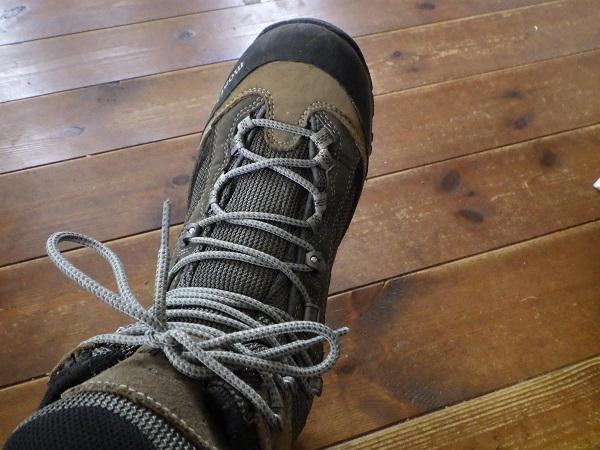登山靴の紐はキツメに結ぶ