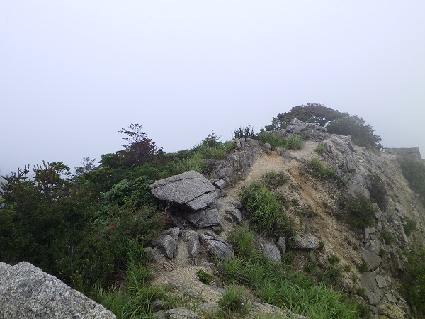 鎌ヶ岳から武平峠に向かう尾根道
