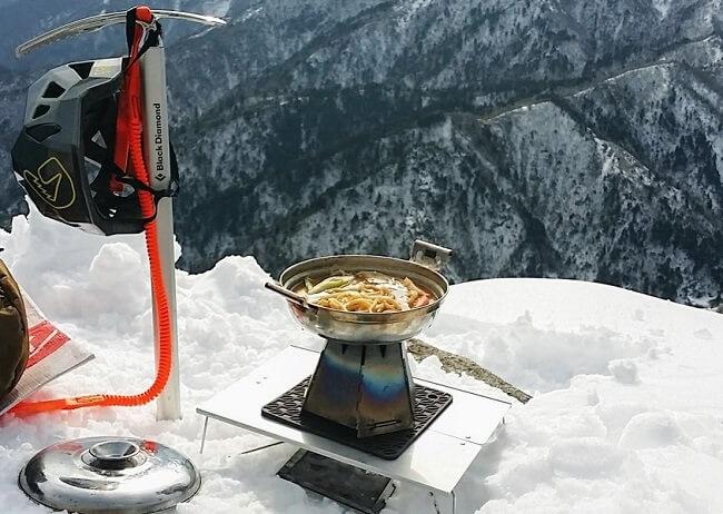 バーゴのヘキサゴンウッドストーブで雪中登山飯