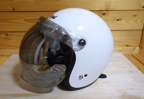 ジェットヘルメットにシールドを付けるメリット