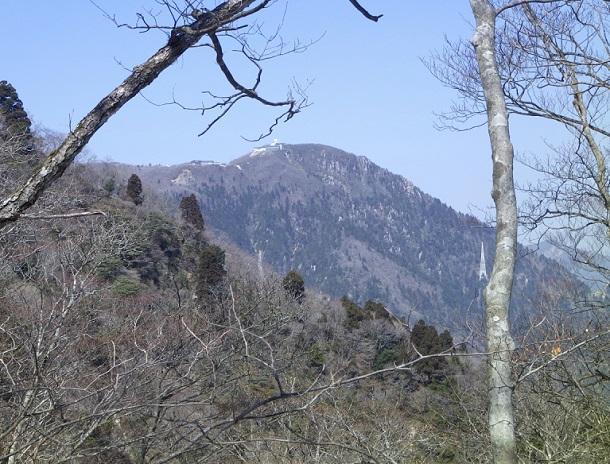 カズラ谷分岐から見える御在所岳
