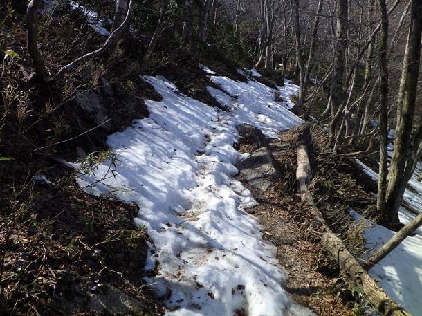 鎌ヶ岳 尾根道 残雪 3月