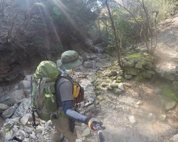 鎌ヶ岳 長石谷の沢を歩く