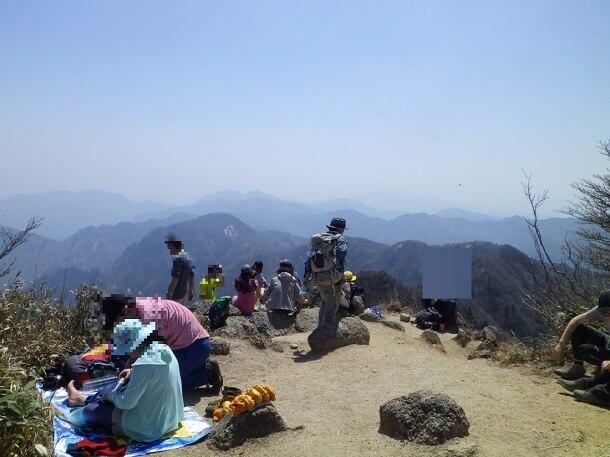 鎌ヶ岳 山頂の賑わい
