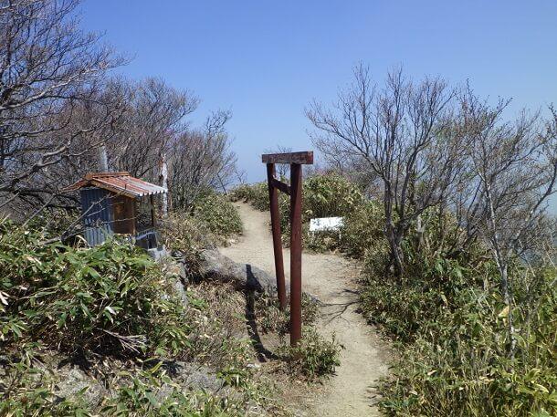 鎌ヶ岳 頂上 鳥居
