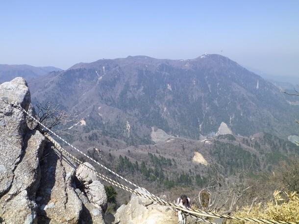 鎌ヶ岳山頂から見た御在所岳