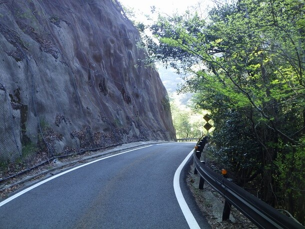 長石谷登山道に続く道