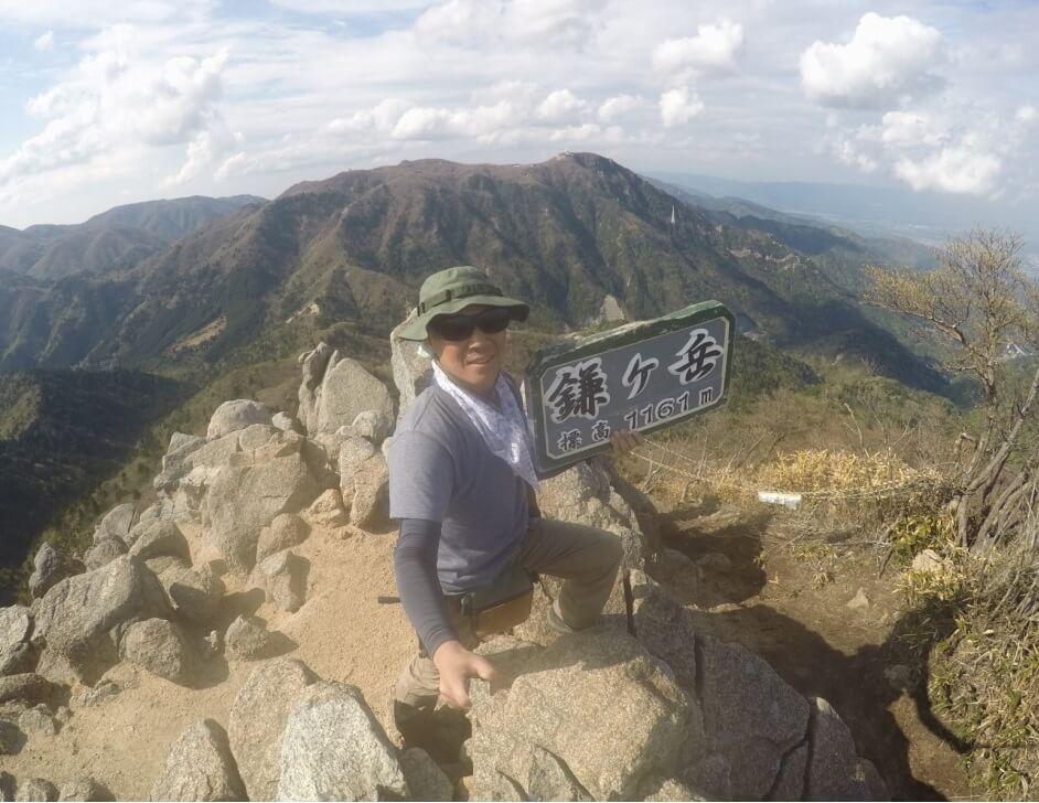 鎌ヶ岳山頂で記念撮影