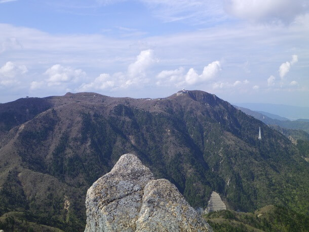 鎌ヶ岳山頂から見る御在所岳