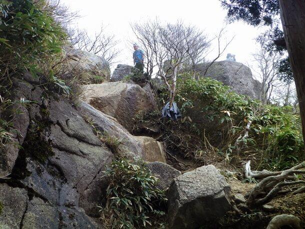 岩峰の登り返し
