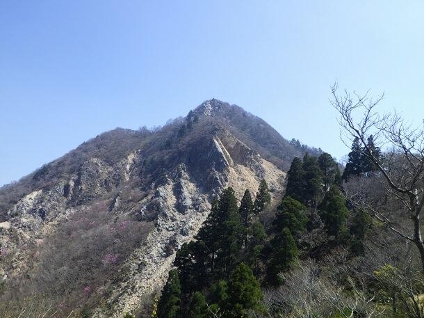 武平峠から見る鎌ヶ岳