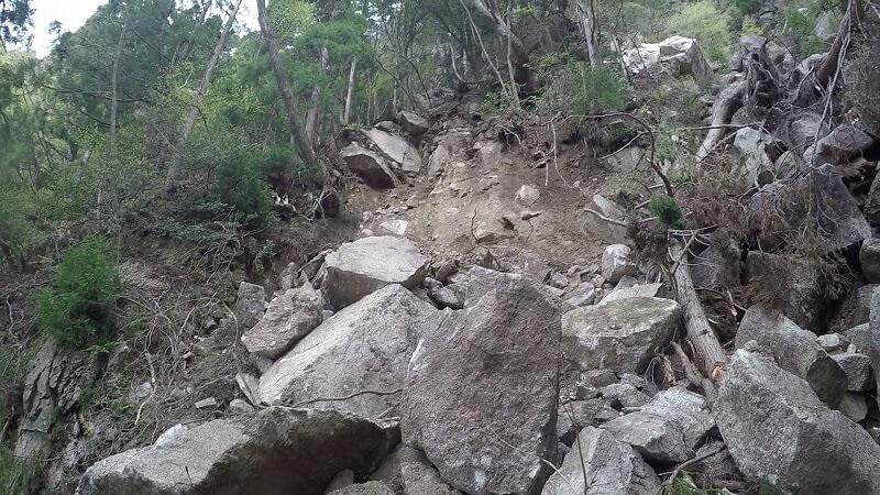 御在所岳 本谷 崖崩れ