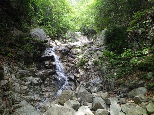 本谷の小さな滝