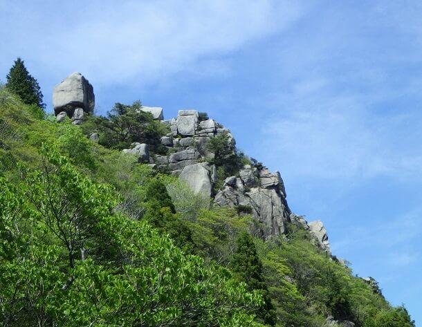 一ノ谷新道から見た大黒岩