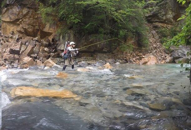 伊奈川ダム上流で釣り