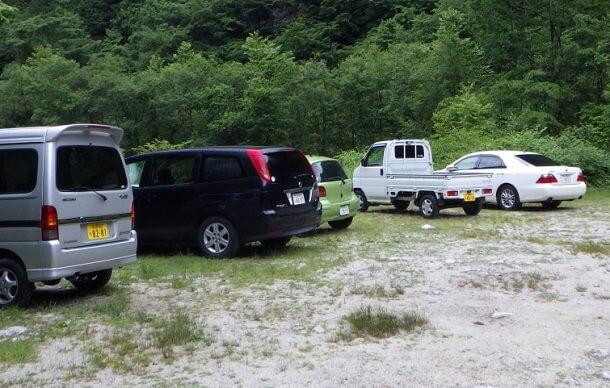 伊奈川ダム上流 登山口 駐車場