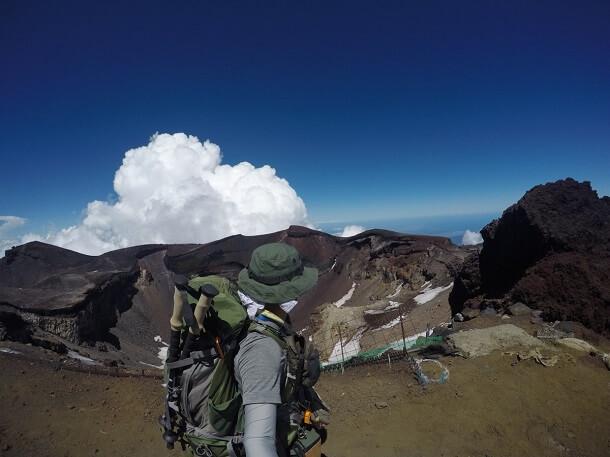剣ヶ峰から見た富士山の噴火口