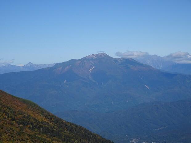 御嶽山8合目から見える乗鞍岳、槍ヶ岳