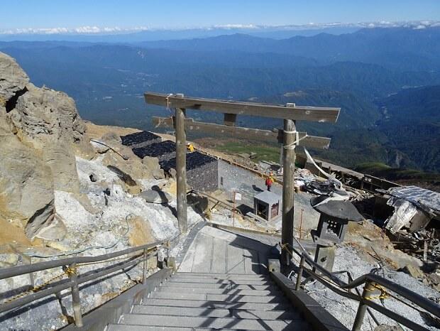 御嶽山 剣が峰から下山