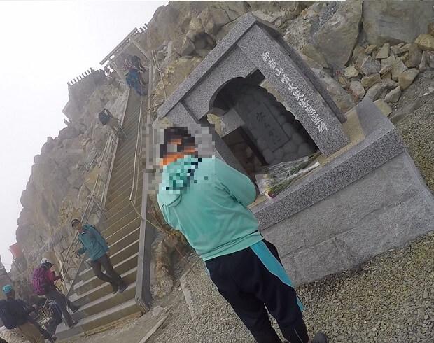 御嶽山山頂 慰霊碑