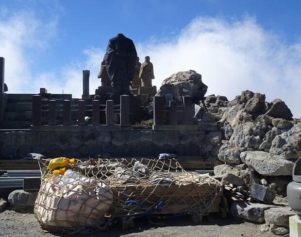 山頂の御嶽神社奥社