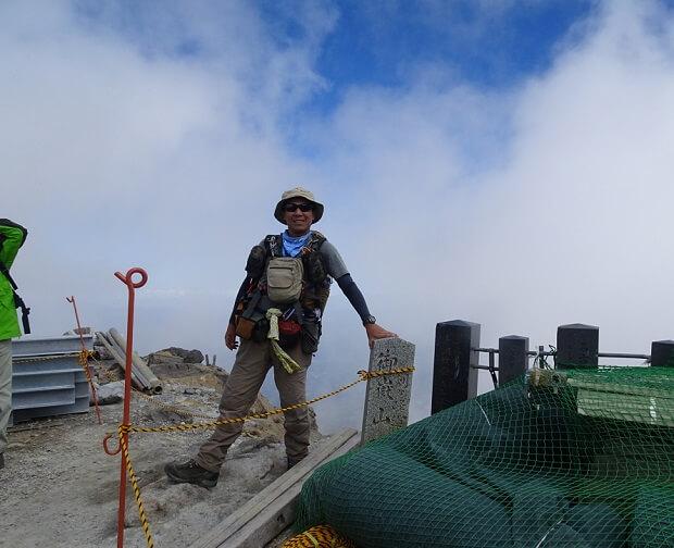 御嶽山 剣ヶ峰で記念撮影