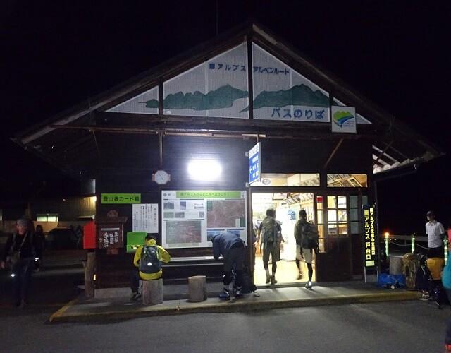仙流荘 バス乗り場