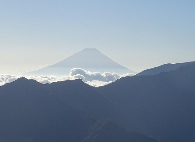 小仙丈ヶ岳から見える富士山