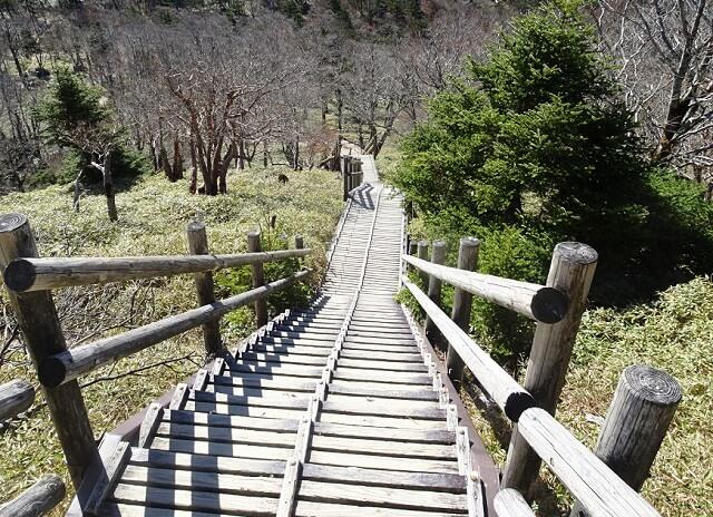 日出ヶ岳に登る階段