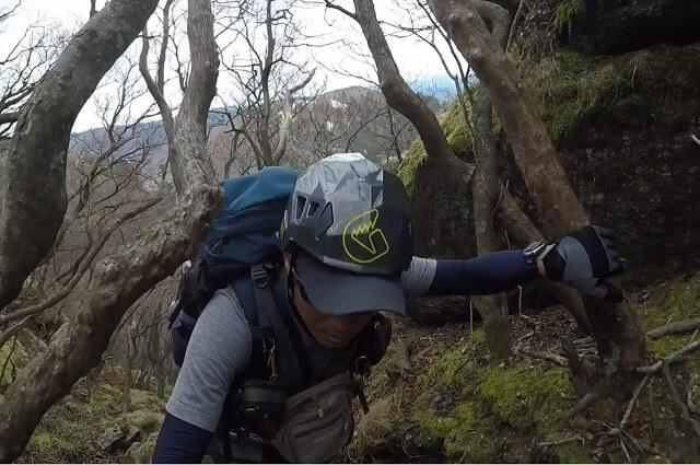 第三ルンゼを登るflyder