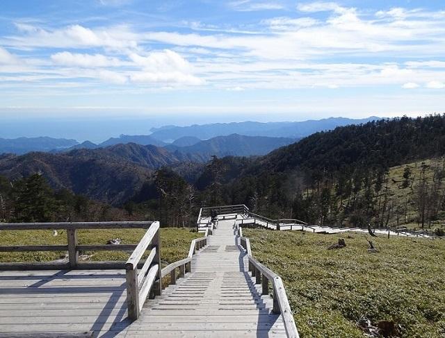 大台ヶ原 正木峠から正木ヶ原に続く階段