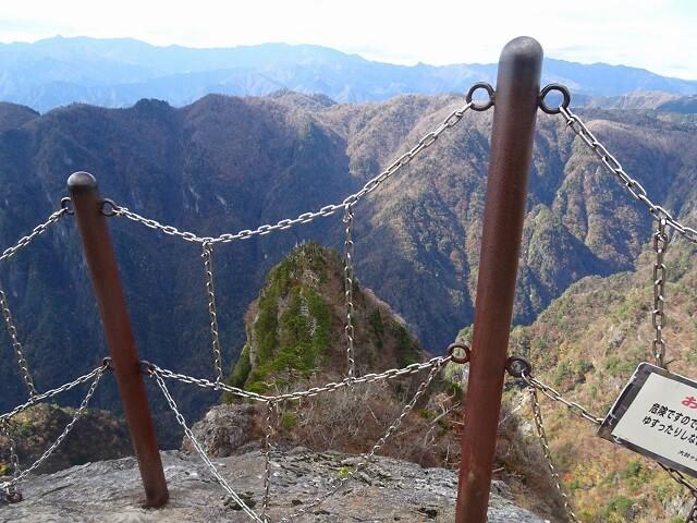 大蛇嵓の転落防止柵