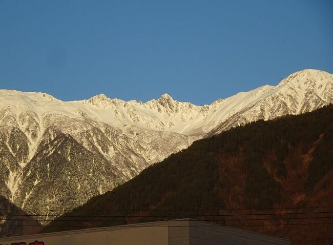 駒ヶ根インター付近から見える千畳敷カールと宝剣岳