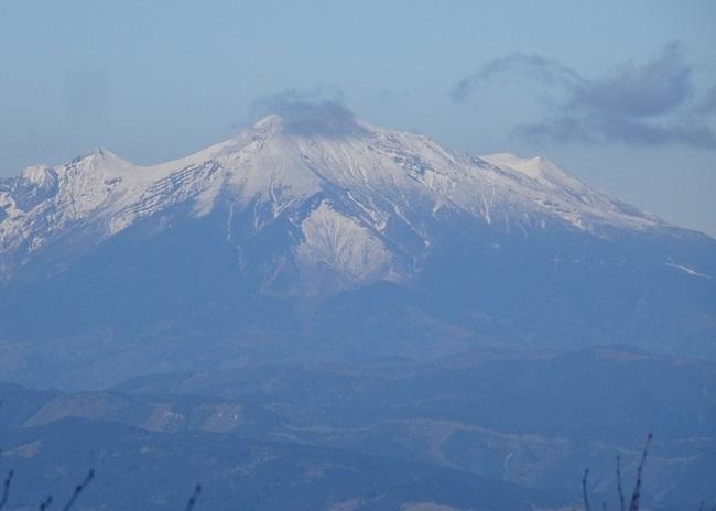 恵那山から見える御嶽山